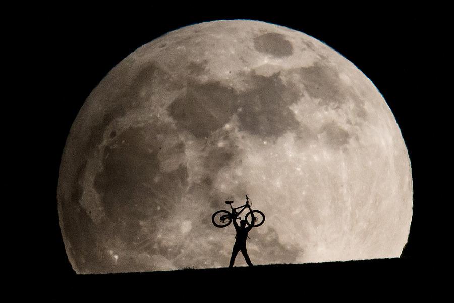 超大月亮怎麼拍