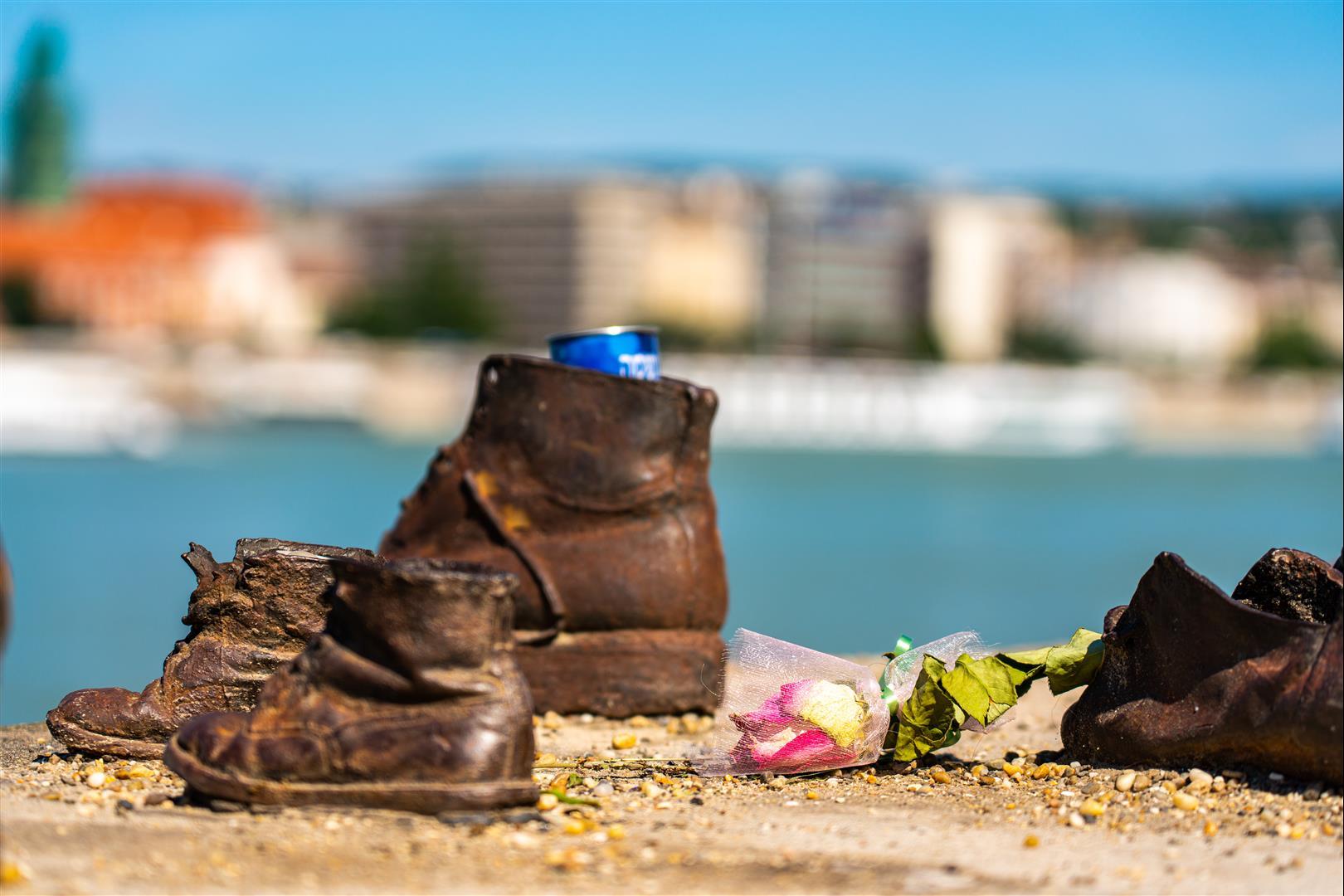 多瑙河岸的鞋子