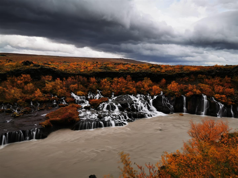 溶岩瀑布 Hraunfossar