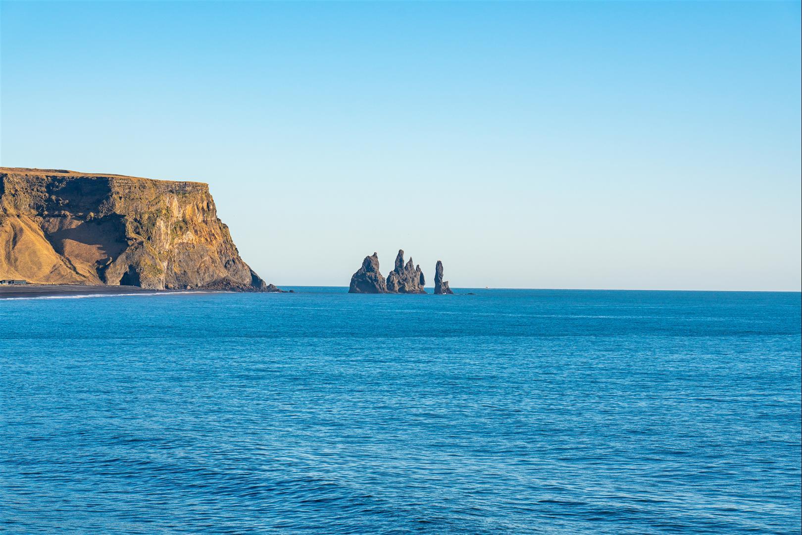 迪霍拉里半島 Dyrholaey